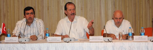 İMİB Yönetim Kurulu Üyesi Naci İlci, İMİB Başkanı Ali Kahyaoğlu, İMİB Başkan Yardımcısı Hasan Hüsnü Ayvacı, Çin Halk Cumhuriyeti'nde yaptıkları incelemenin sonuçlarını sektör temsilcileri ile paylaştılar.