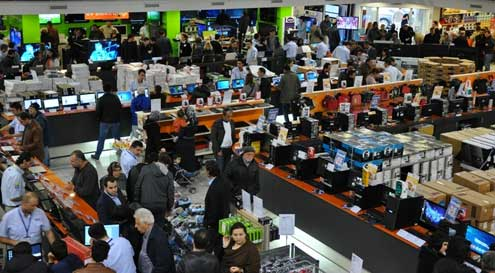 Vatan Bilgisayar mağazalarını geçici olarak kapatıyor