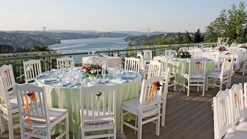 İstanbul Ticaret Odası?nın 340 bin üyesi Ramazan?da 50 TL?den başlayan menülerle eşsiz Boğaz manzarasında iftar sofrası kurabiliyor.