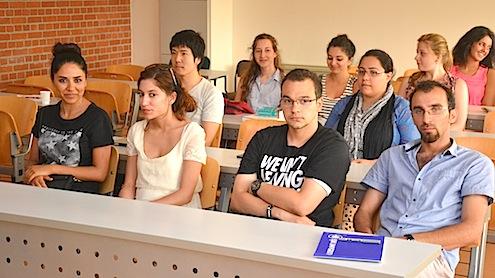 Işık Üniversitesi Şile Kampüsünde bu yıl üçüncüsü düzenlenen Uluslararası Yaz Okulu, dünyanın çeşitli ülkelerinden gelen öğrencilerin katılımı ile 1 -26 Temmuz 2013 tarihleri arasında gerçekleşiyor.