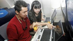 130627151835_laptop_plane_connectivity_304x171_getty_nocredit