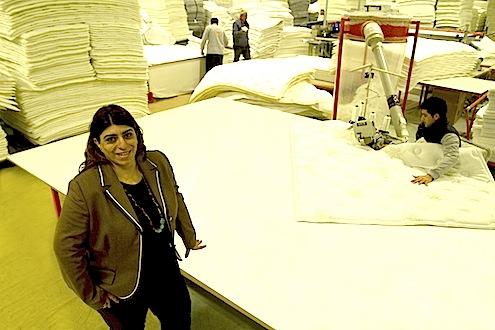 """BRN Yatakları Genel Müdürü Berna İlter: """"Türkiye'nin en büyük yatak ihracatçı firması BRN yataklarıyla müşterilerimize dünyanın en rahat yerlerini sunuyoruz. Kaliteli ve müşteri memnuniyetinin ön planda tutulduğu üretim anlayışımız aldığımız ödüllerle takdir ediliyor."""""""