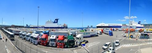 U.N. Ro-Ro, İtalya'nın Trieste Limanı'nındaki Samer Seaport terminalinin yüzde 60'ını satın aldı. Samer Seaport Terminali'nin satın alma işlemine ilişkin anlaşma 16 Aralık günü U. N. Ro-Ro, Samer Seaports ile Trieste Ticaret Odası ve Liman İdaresi arasında Trieste'de düzenlenen tören ile gerçekleştirildi.