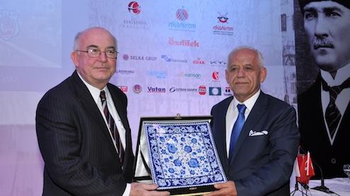 TÜRKONFED'in Eskişehir'de gerçekleştirilen 17'inci Girişim ve İş Dünyası Zirvesi'ne katılan Devlet Eski Bakanı Kemal Derviş, Türkiye ve dünya ekonomisini değerlendirdi.