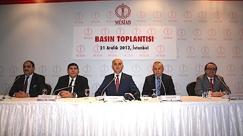 """Müstakil Sanayici ve İşadamları Derneği (MÜSİAD) Genel Başkanı Nail Olpak gündeme ilişkin önemli açıklamalarda bulundu. Olpak açıklamasında ,""""yolsuzluk ve rüşvet iddiaları sebebiyle 17 Aralık 2013 günü başlatılan soruşturmayla oluşan ortamı da, adli boyutunu ayrı tutmak kaydıyla, ülke ekonomimize ve güven ortamına verdiği ve vereceği zararlar bakımından, tüm kamuoyu ile birlikte, endişeyle takip ediyoruz"""" dedi."""