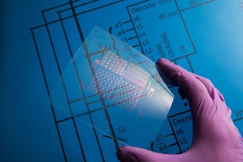 Plastik, metal, cam, film, kumaş gibi farklı materyalleri iletken devrelere dönüştüren basılı elektroniklerin, 3D yazıcılarla entegrasyonu kişiye özel ve çalışmaya hazır elektronik ürünler basılmasını sağlayacak.