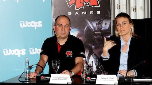 """Sezonu Mevsim finallerine ve Türkiye Şampiyonası'na sponsor olan Avea, bu yıl işbirliğini daha da genişleterek yeni gençlik markası Woops ile """"Riot Games ve League Of Legends""""' Türkiye Resmi Ortağı oldu. İşbirliğinin detayları ve eSpor'un Türkiye'deki durumu ve gelişimi, Avea Pazarlama İletişimi Direktörü Gelincik Onan ev sahipliğinde, Riot Games Türkiye Ülke Müdürü Hasan Çolakoğlu'nun katılımıyla düzenlenen toplantısında paylaşıldı."""