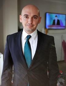 """Ofis Tekin Genel Müdürü Cemal Tekin: """"Türkiye'nin büyüyen ekonomisinin en çok etkilediği sektörlerin başında ofis mobilya sektörü geliyor. Kısa sürede en fazla istihdam sağlayan sektörlerden biri olduk. Ancak, kalifiye eleman konusunda sıkıntı çekiyoruz"""""""
