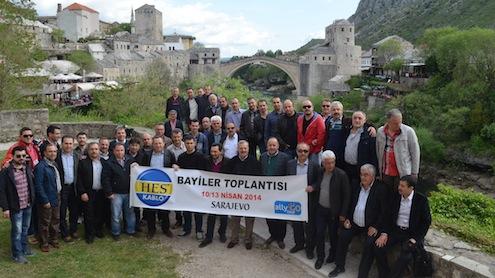 Türkiye'nin en büyük kablo üreticisi olan Hes Kablo'nun geleneksel hale gelen yıllık değerlendirme ve istişare toplantısı bu yıl Saraybosna'da gerçekleştirildi. 3 gün süren bayi toplantısında Hes Kablo'nun sektördeki durumu ve geleceği masaya yatırılırken katılımcılar Saraybosna'nın güzelliklerini de yakından görme şansı buldu.