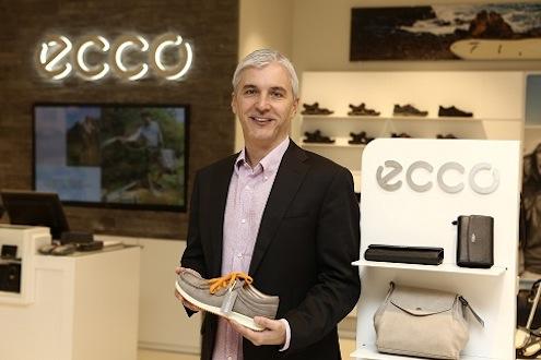 """ECCO Türkiye Genel Müdürü Deniz Necati Erda """"Türkiye'deki büyüme stratejimiz çerçevesinde 2014 yılı içerisinde İstanbul'da 5 mağazaya açmayı ve 5 yıl içinde de Türkiye'de 35 mağazaya ulaşmayı planlıyoruz"""" diye konuştu."""