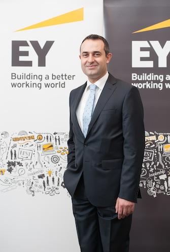 """Birleşme ve satın alma işlemlerinin 2014'ün sonuna kadar güçlü bir duruş sergilemeye devam edeceğini belirten EY Türkiye Kurumsal Finansman Bölüm Başkanı Müşfik Cantekinler, """"Orta Doğu'daki düzenleyici reformlar yeni yatırım olanakları yaratacaktır. Avrupa'daki kapasite fazlası ve tarife baskısı, sektör oyuncuları tarafından kullanıma sokulan mevcut iş modellerine meydan okuyarak konvansiyonel enerji üretimini baskı altında tutmaya devam edecek"""" dedi."""