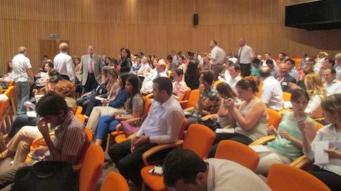 Çevre ve Şehircilik Bakanlığı ile İstanbul Kimyevi Maddeler ve Mamülleri İhracatçıları Birliği (İKMİB) kimya sektörü firmalarını yeni yönetmelik konusunda bilgilendirmek üzere bir toplantı düzenlendi.