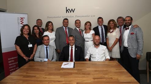 ABD'nin en fazla danışmana sahip gayrimenkul şirketi Keller Williams, İzmir'de iki yeni bölge müdürlüğü açarak Türkiye'de büyümeye devam ediyor. Bu ay Bornova, Aralık ayında da Karşıyaka'da hizmete girecek olan yeni KW ofislerinin imza töreni, Keller Williams Uluslararası Başkanı Chris Heller'ın katılımıyla gerçekleştirildi.