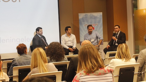 """Microsoft ve Inveon'ın işbirliğiyle Türkiye'de ilk kez düzenlenen 'Perakendede Teknoloji Zirvesi' sektörün 'dijital' geleceğine ışık tuttu.  İstanbul Bellevue Residence'ta yaklaşık 200 perakende teknoloji yöneticisinin katılımıyla düzenlenen zirvede perakende ve e-ticaretin etkin isimleri, sektördeki dijital dönüşüme dair öngörülerini paylaştı. Inveon Yönetici Ortağı Yomi Kastro, önümüzdeki dönemde dijital dönüşümün tüm kanallara yayılacağına inandığını vurgularken, Beymen Operasyon, Teknoloji ve Omni-Channel Direktörü Sedat Yıldırım ise """"E-ticarette 10 kat büyümeyi klasik perakendeciler yapacak"""" diye konuştu."""
