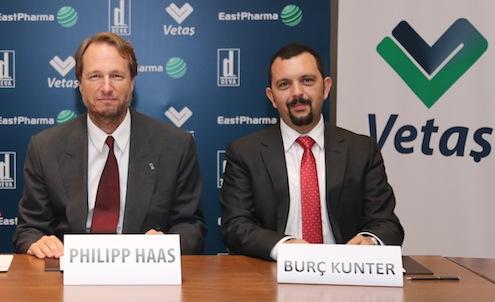 Philipp_Haas ve Vetas DirektoruBurc Kunter_