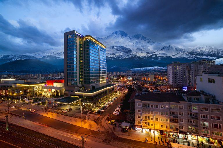 """Radisson Blu Hotel Kayseri, """"Traveller's Choice 2020 Ödülü""""nü aldı"""