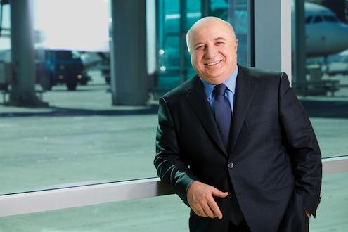 """TAV Havalimanları İcra Kurulu Başkanı Sani Şener  41. Geleneksel Thomson Reuters Extel Surveys'in Avrupa Yatırımcı İlişkileri Anketi'nde,  Türkiye'nin """"en iyi CEO""""su olarak gösterildi. Şener'in yönetimindeki TAV Havalimanları da yatırımcı ilişkileri alanında """"Türkiye'nin en iyi şirketi"""" olarak seçildi."""
