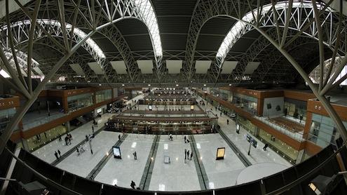 2009, 2010 ve 2012 yıllarında Avrupa'nın en hızlı büyüyen havalimanı seçilen İstanbul Sabiha Gökçen Uluslararası Havalimanı, 2013 yılında yolcu sayısını yüzde 27 oranında artırarak bir kez daha kendi kategorisinde Avrupa'nın bir numarası oldu.