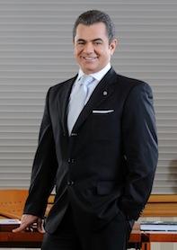 """DenizBank Finansal Hizmetler Grubu Başkanı Hakan Ateş, """"Konsolide aktiflere göre Türkiye'nin 5. büyük özel bankası olarak; 725 şubemiz ve 14.732 çalışanımızla 2014 yılının ilk çeyreğinde de istikrarlı büyümemize devam ediyoruz"""" dedi."""