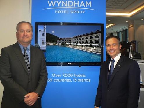 CATHIC'te TUYED yönetimine bilgi veren Wyndham Hotel Grup Başkan Yardımcısı Robert Loewen ve Wyndham Hotel Grup Avrupa, Ortadoğu ve Afrika (EMEA) Bölgesi Kıdemli Başkan Yardımcısı Rui Barros, Türkiye'de büyümeye devam edeceklerini belirttiler.