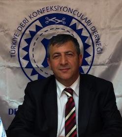 """Türkiye Deri Konfeksiyoncuları Derneği'nin yeni başkanı Yakup Teleke   Türkiye'nin deri ihracatında büyük pay sahibi olan Türkiye Deri Konfeksiyoncuları Derneği'nin (TDKD) seçimli olan genel kurulu yapıldı. Yakup Teleke, derneğin yeni başkanı oldu. Seçimden sonra bir teşekkür konuşması yapan Teleke, """"Bayrağı, deri sektörü için çok önemli bir isimden devralıyorum. TDKD bugün Mehmet Ali Dinç'in çabalarıyla çok iyi bir yere geldi. Ben ve ekibim derneğimizi çok daha ileri seviyelere taşımak için var gücümüzle çalışacağız"""" dedi.   2023 hedefi sektörümüz için çok önemli   """"İhracat, Türk deri sektörü için en önemli iş kolu"""" diyen Yakup Teleke, konuyla ilgili şunları söyledi: """" Türkiye Deri Konfeksiyoncuları Derneği olarak ihracatımızın artması için var gücümüzle çalışıyoruz. Türkiye'nin ihracatta 2023 hedeflerine ulaşması için sektörümüz her bir paydaşıyla ara vermeden çalışıyor. Yeni pazarlar, bizler için kritik önem taşıyor. TDKD olarak üreticilerimize yeni pazarların keşfedilmesi konusunda yol açmak bizim asli görevimiz. Yeni pazar daha fazla ihracat anlamına geliyor. Sektörümüzün 2023 hedefini tutturacağımdan şüphem yok.""""   1.       Yakup Teleke'nin yönetim kurulu şu isimlerden oluşuyor; Remzi Özbay,İbrahim Aydoğan,Zeynel Bayrak,Celal Ayyıldız,İdris Demir,Beycan Gönlüşen,Şenol Ayvaz,Kıyasettin Timuçin,Ömer Babat,Cemkerem Çaputlu"""