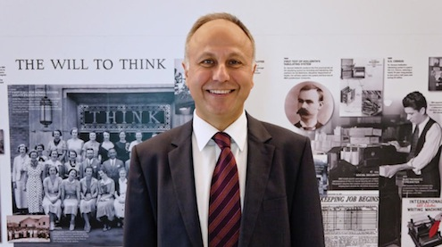 IBM Türk Teknoloji ve Sektörel Çözümler Satış Müdürü Server Tanfer ülkelerin ekonomik büyümesi açısından çok kritik önem taşıyan şehirler ve sürdürülebilir gelişim konularındaki kritik noktalara değindi ve IBM'in bu konudaki çalışmalarını aktardı.