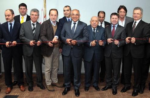 TASD Başkanı Hüseyin Çetin, TİM Başkanı Mehmet Büyükekşi'ye yaptığı katkılardan dolayı teşekkür plaketi verdi.