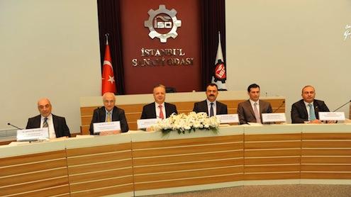 """İSO'daki beş tekstil komitesinin hazırladığı """"Tekstil Ürünleri İmalatı Sanayi Sektör Raporu'na göre, Türkiye tekstilde 2012 yılında 11 milyar dolar ile dünyanın en büyük yedinci ihracatçı ülkesi konumuna yükseldi.    Tekstilin 2004 yılına kıyasla 2011 yılında girişimci, ücretli çalışan, üretim, katma değer ve yatırımlar açısından toplam imalat sanayi içindeki payı ise düştü.   İSO Başkanı Erdal Bahçıvan, """"Tekstilde büyük teknoloji merkezlerine ihtiyacımız var. Biz İSO olarak bu tür vizyoner yaklaşımlara her zaman şemsiye örgüt olmaya hazırız"""" dedi.   İSO Meclis Başkan Yardımcısı ve İstanbul Tekstil ve Hammaddeleri İhracatçıları Birliği Başkanı İsmail Gülle, üretim ve ihracat konusunda nitelikli eleman yetersizliğinin çok büyük bir sorun teşkil ettiğini söyledi."""
