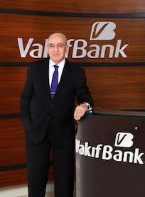 VakıfBank Genel Müdürü Halil Aydoğan, özellikle mayıs ayında FED'in varlık alım programını azaltabileceği yönünde sinyaller vermeye başlaması ile tüm gelişmekte olan piyasalarda yaşanan olumsuzluklara rağmen, bankanın net karını bir önceki yıla göre %9 oranında artırarak 1 milyar 585 milyon TL'ye yükselttiklerini ifade etti.