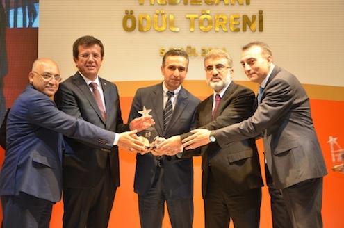 Ekonomi Bakanı Nihat Zeybekçi, Enerji ve Tabii Kaynaklar Bakanı Taner Yıldız, TİM Başkanı Mehmet Büyükekşi ve ADMİB Başkanı Adnan Ersoy Ulubaş, En çok ihracat yapan firmalara ödülünü birlikte verdiler.