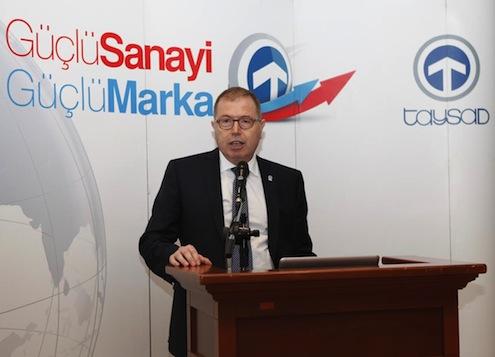 """Taşıt Araçları Yan Sanayicileri Derneği  (TAYSAD), İzmir'deki üyeleri ile bir araya geldi ve yeni kümelenme bölgeleri oluşturulması gerektiğinin altını çizdi. TAYSAD Başkanı Dr. Mehmet Dudaroğlu, """"Ar-Ge ve yeni teknoloji kullanımı çalışmalarına ağırlık verilmeli. Rekabetçiliği öne çıkaracak yeni kümelenme bölgeleri oluşturulmalı"""" dedi."""