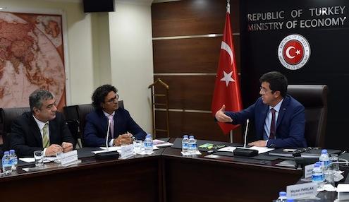 Türkiye Giyim Sanayicileri Derneği (TGSD) Başkanı Cem Negrin ve Yönetim Kurulu Üyeleri, Ekonomi Bakanı Nihat Zeybekçi'yi ziyaret ederek sektörün sorunları ve çözüm yollarına ilişkin görüşlerini paylaştılar.
