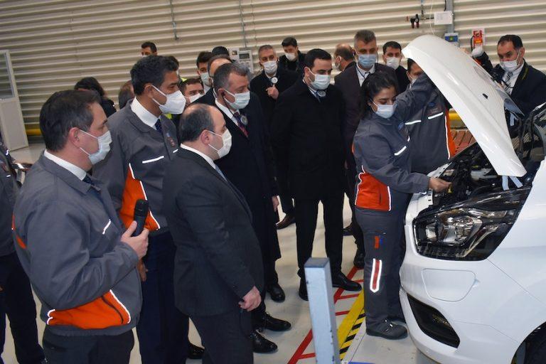 anayi ve Teknoloji Bakanı Varank, Ford Otosan'ın Kocaeli'deki yeni yatırım çalışmalarını yerinde inceledi veelektrikli araç yatırımlarını çalışanlardan dinledi