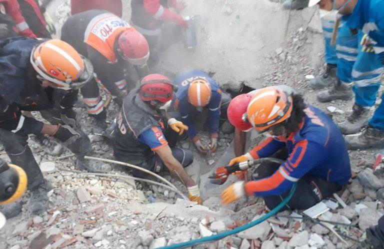 İzmir'deki depremde ölü sayısı 109'a yükseldi