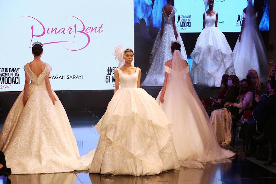 Pınar Bent'ten gelinlik şovu